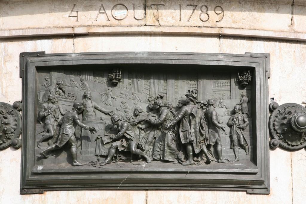 Bronze illustrant la célèbre Nuit du 4 août 1789.